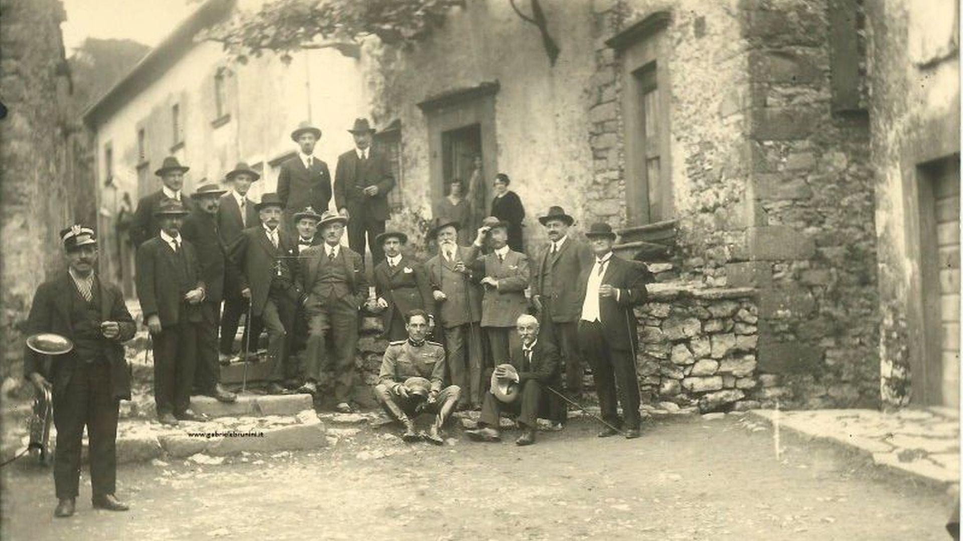 Foto di Giacomo Puccini con gli amici alla casa dei genitori a Celle Puccini
