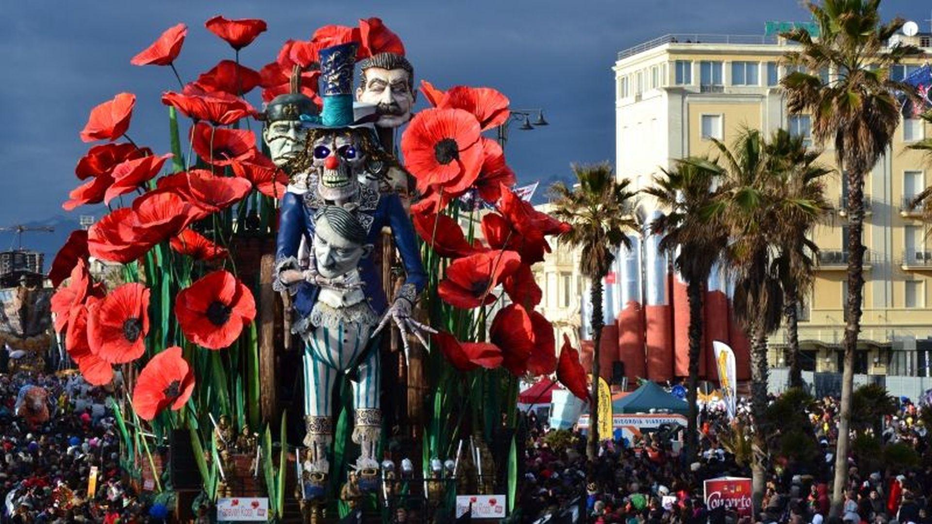 Carnevale di Viareggio, sflata dei carri lungomare