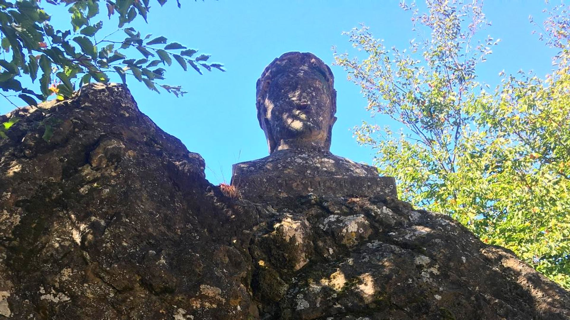 bust of Dante at the Dante's pass on Mount Pisano