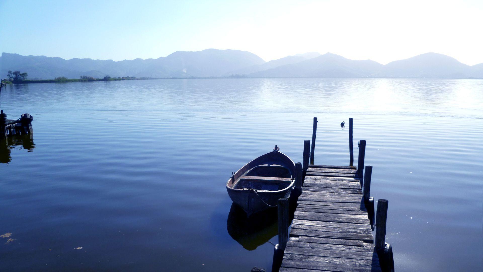 molo sul lago di Massacciuccoli